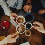 Tomar café com um amigo: uma das melhores terapias do mundo!